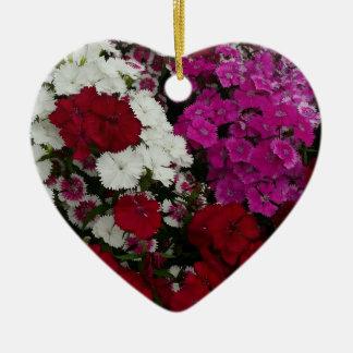 白く、ピンク赤いナデシコの花の写真 セラミックオーナメント