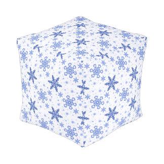 白で青い雪片 プーフ