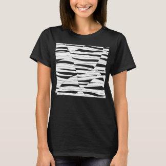 白によって切り分けられる波のティー Tシャツ