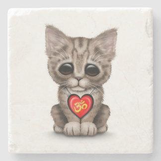 白のかわいく赤いヨガ愛Omの子ネコ ストーンコースター
