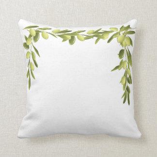 白のオリーブの枝はオリーブ色の枕を去ります クッション