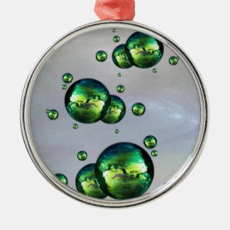 白の光沢がある虹色の緑色の泡 メタルオーナメント