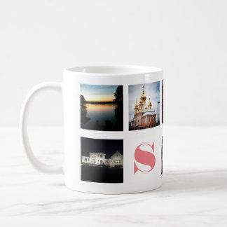 白のInstagramの9つの写真そしてピンクのモノグラム コーヒーマグカップ