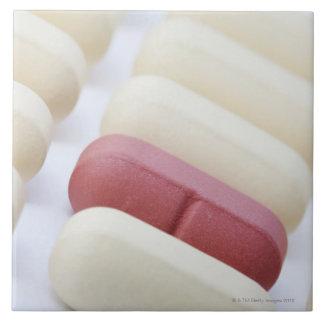 白のmultivitaminsのマクロかクローズアップ タイル