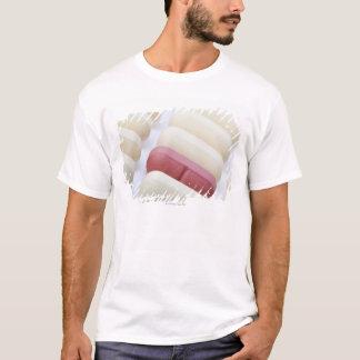 白のmultivitaminsのマクロかクローズアップ tシャツ