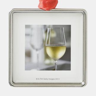 白ワイン2のガラス シルバーカラー正方形オーナメント