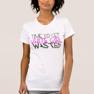 白人の女の子によって無駄にされるタンク Tシャツ