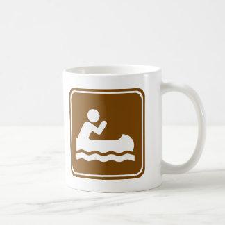 白濁水のカヌーをこぐハイウェーの印 コーヒーマグカップ