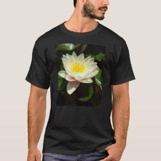 白濁水ユリの花 Tシャツ