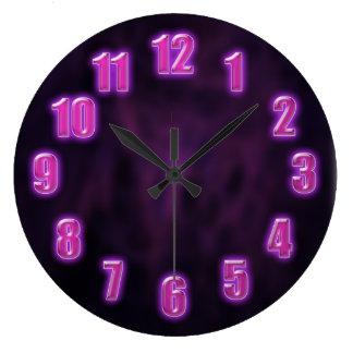 白熱[赤熱]光を放つなネオン数を用いる暗い紫色 ラージ壁時計