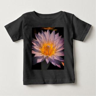 白蓮教の《植物》スイレンのTシャツ ベビーTシャツ