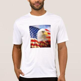 白頭鷲および米国旗のスポーツTekのワイシャツ Tシャツ