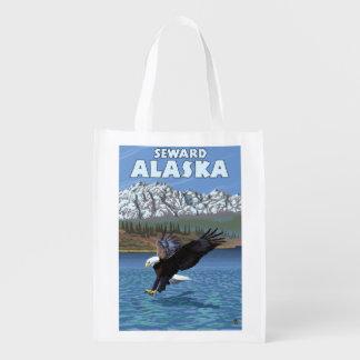 白頭鷲のダイビング- Seward、アラスカ エコバッグ