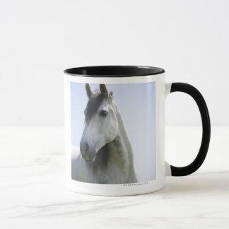 白馬のポートレート マグカップ