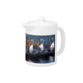 白鳥のボートのボストン茶ポット