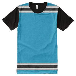 白黒および銀のトリムと淡いブルー オールオーバープリントT シャツ