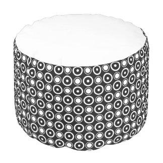 白黒のスタイリッシュな水玉模様の黒い背景 プーフ