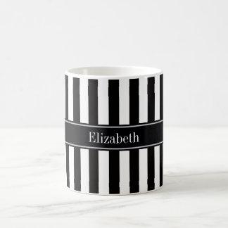 白黒のストライプで黒い一流のモノグラム コーヒーマグカップ