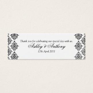 白黒のダマスク織の花の結婚式の好意のラベル スキニー名刺