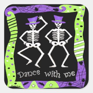 白黒のハロウィンの骨組骨のダンス スクエアシール