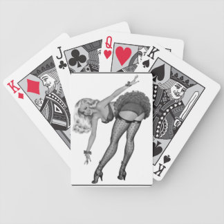 白黒のピンナップの女の子レトロの遊ぶカードゲーム バイスクルトランプ
