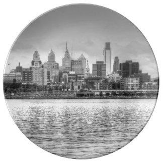 白黒のフィラデルヒィアのスカイライン 磁器プレート