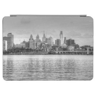 白黒のフィラデルヒィアのスカイライン iPad AIR カバー