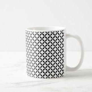 白黒のモロッコの刺激を受けたなクローバーの格子 コーヒーマグカップ