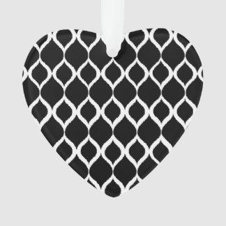 白黒の幾何学的なイカットの種族のプリントパターン オーナメント