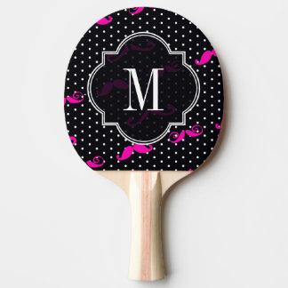 白黒の水玉模様のガーリーなピンクの髭のモノグラム 卓球ラケット