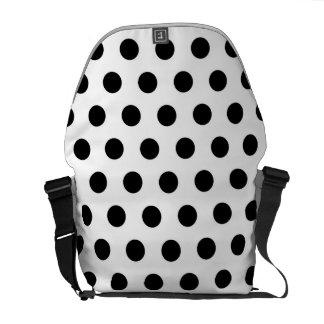 白黒の水玉模様のメッセンジャーバッグ メッセンジャーバッグ