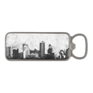 白黒の汚い都市背景 磁石 栓抜き