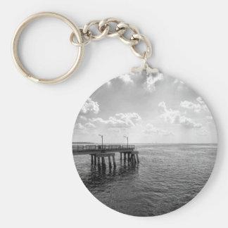白黒の海桟橋 キーホルダー