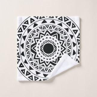 白黒の種族の円の曼荼羅 ウォッシュタオル