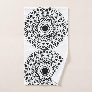 白黒の種族の円の曼荼羅 ハンドタオル
