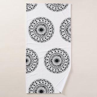 白黒の種族の円の曼荼羅 バスタオル
