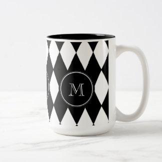 白黒の道化師パターン、あなたのイニシャル ツートーンマグカップ