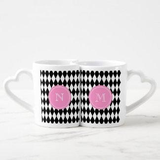 白黒の道化師パターン、ピンクのモノグラム ペアカップ