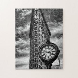 白黒のFlatironの建物そして時計 パズル