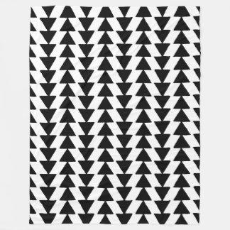 白黒インクのような三角形- フリースブランケット