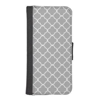 白黒シックな灰色のQuatrefoil iPhoneSE/5/5sウォレットケース