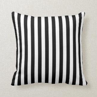 白黒ストライプなパターン クッション