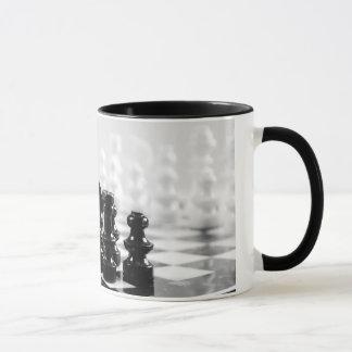 白黒チェス盤のコーヒー・マグ マグカップ