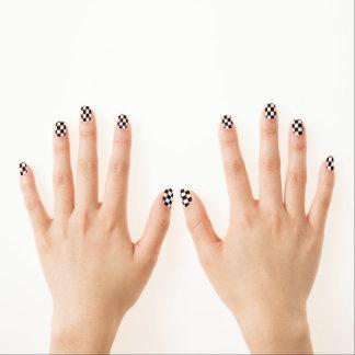 白黒チェック模様のパターン ネイルアート