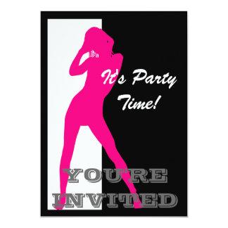 白黒パーティーの女の子の上のピンクピン カード