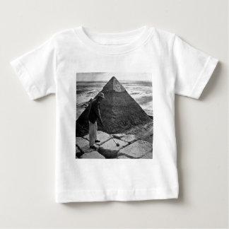 白黒ピラミッドのヴィンテージのゴルフ ベビーTシャツ