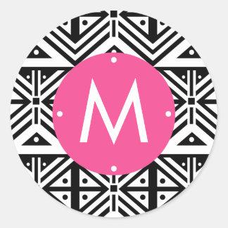 白黒ピンクの幾何学的な種族パターンモノグラム ラウンドシール