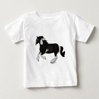 白黒ペンキのまだら馬のジプシーのVannerの馬 ベビーTシャツ