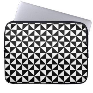 白黒三角形パターン ラップトップスリーブ