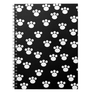 白黒動物の足のプリントパターン ノートブック